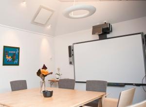 Konferensrum med smartboard